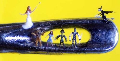 Willard Wigan micro sculpture