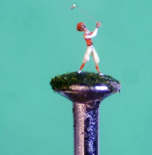 Willard Wigan micro-sculptures