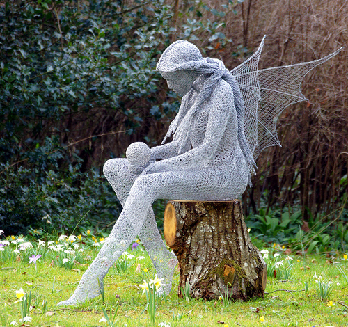 Beautiful wire sculpture by Derek Kinzett