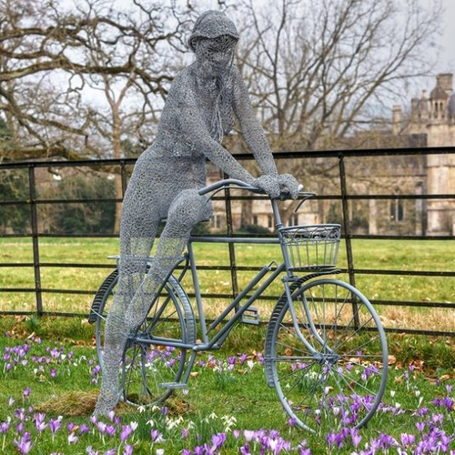 Wire sculpture by English Artist Derek Kinzett