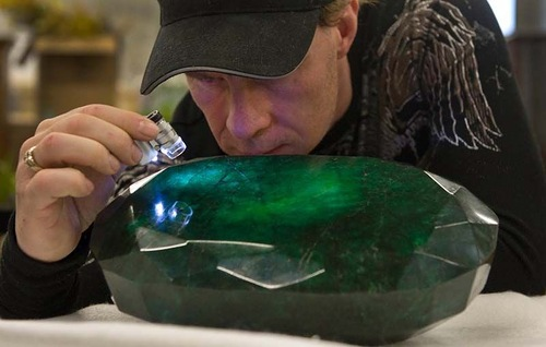 "World's largest emerald called ""God's gift"""