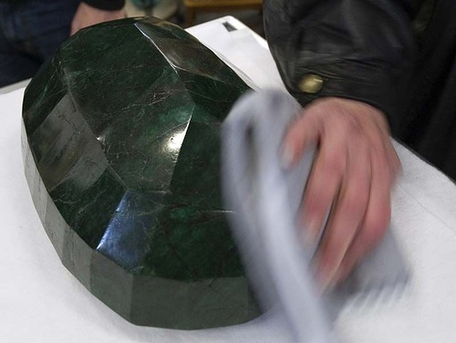 "World largest emerald called ""God's gift"""