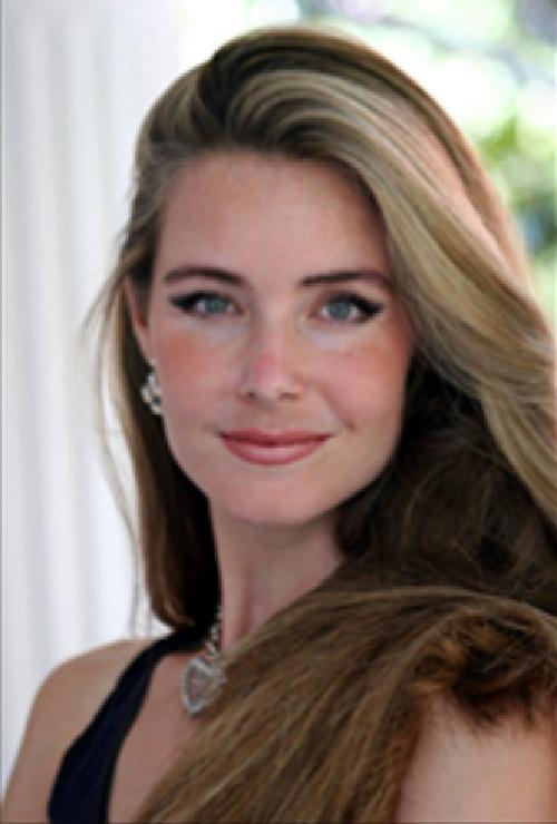 Beautiful American artist Angela Mia De la Vega