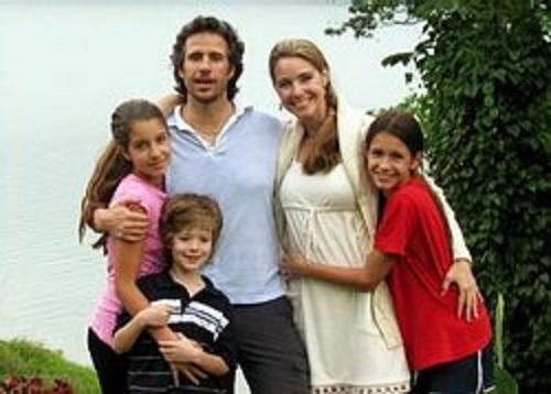 Beautiful Angela Mia De la Vega and her family
