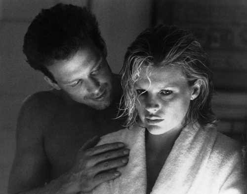 stars Kim Basinger as Elizabeth McGraw and Mickey Rourke as John Gray