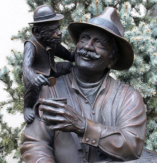 organ grinder statue Kansas