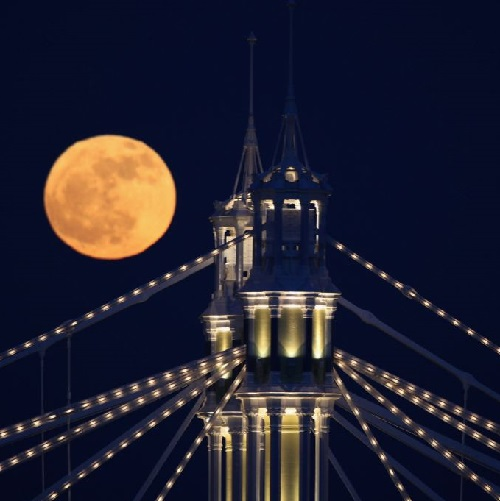 red moon over London
