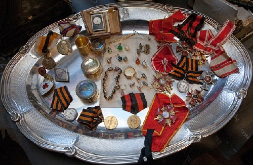 Awards and jewellery pieces found in the restored building in St Petersburg