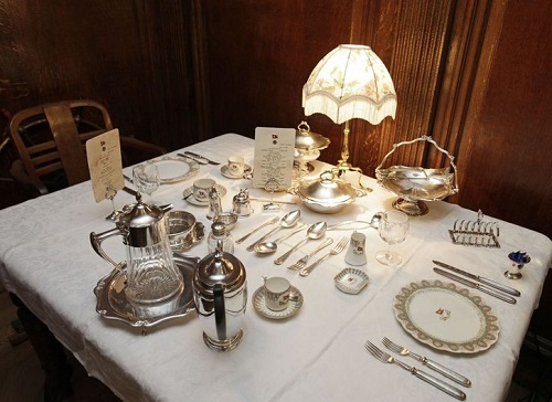 A dinning table as it was on the Titanic, John Siggins collected all the items from the Olympic Ship