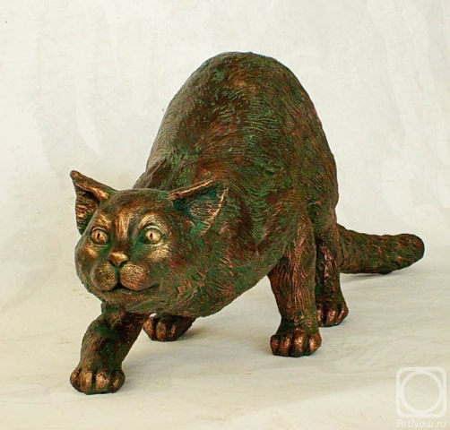 A hunting cat. Bronze sculpture