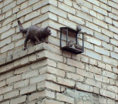 A hunting cat. Bronze sculpture