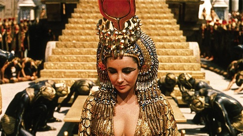 The gold cape worn by Elizabeth Taylor