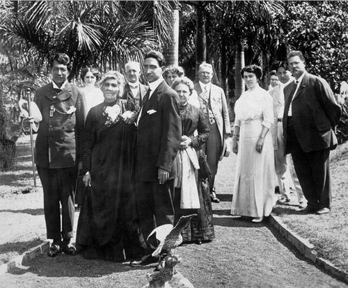Photo of Liliuokalani with friends