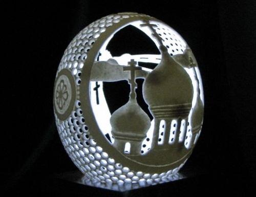 Filigree eggshell carving by Igor Rud