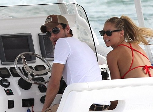 With Enrique, 37, in the driving seat, Anna, 31, could enjoy the view of the Floridian coastline of their home town