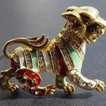 A lion brooch