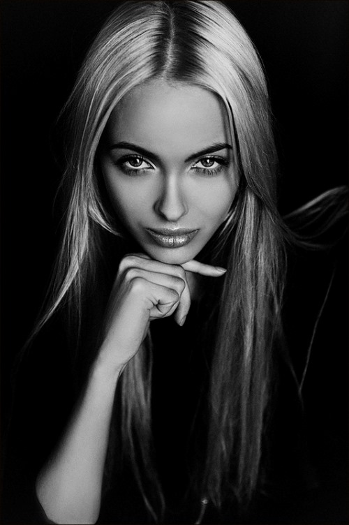 Russian beauty by Lena Dunaeva, Moscow photographer