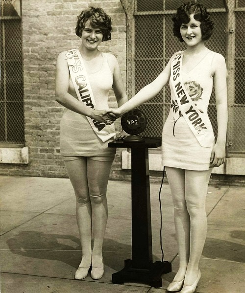 Miss New York congratulates Miss California on Miss America. United States, 1925