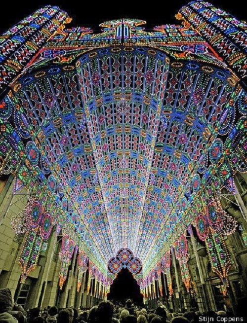 Light installation by Italian lighting experts Luminarie De Cagna, 2012 Licht Festival in Belgium