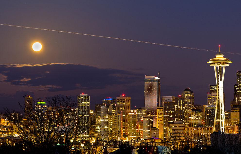 Supermoon rises above the horizon in Seattle, WA