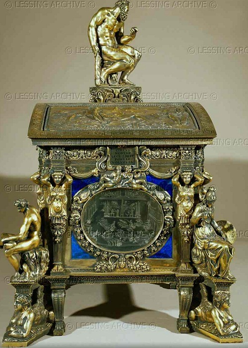 Cofanetto Farnese, gilded box of Cardinal Alessandro Farnese with rock crystal plaques by Giovanni dei Bernardi (between 1543-1544) Side view with Hercules (top),Force (left) and Minerva