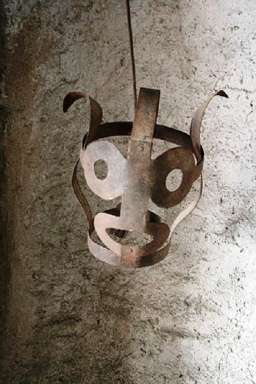 Scolds bridle-Medieval instrument against women chatter