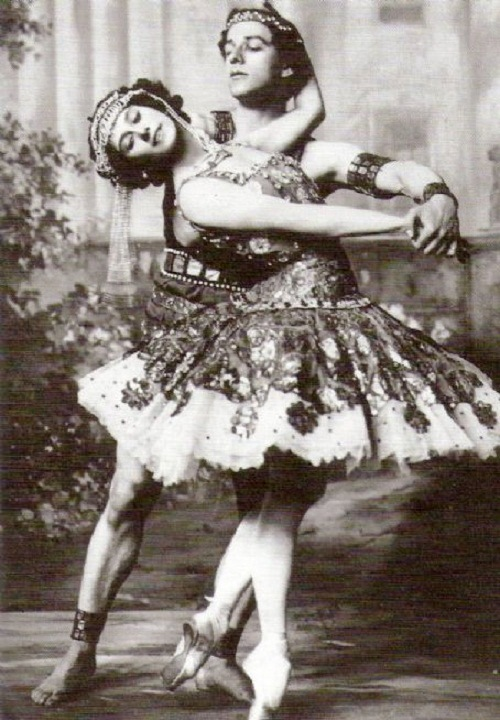 Anna Pavlova and Algeranoff in 'Russian Dance'