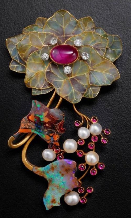 Fabulous pendant