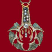 Gorgeous Leaf enameled necklace made of gold, black pearls, diamonds