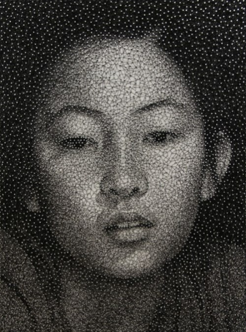 Portrait made with a single sewing thread wrapped through nails, by Japanese artist Kumi Yamashita
