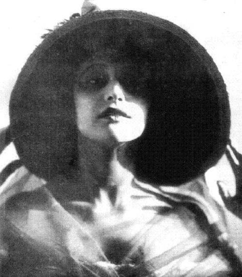 Russian actress Vera Kholodnaya