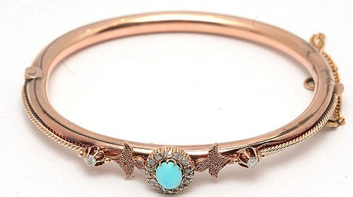 Gold bracelet in the style of 'historicism' with floral patterns