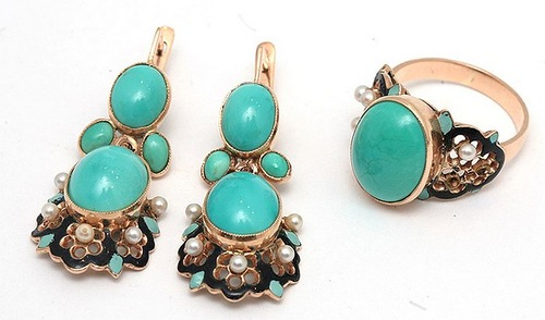 Necklace of gold with natural turquoise, consisting of rings and earrings adorned with hot enamel and tiny white pearls