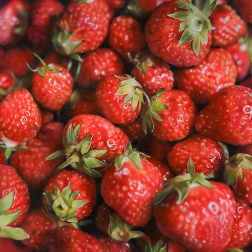 Strawberry. Hyper-realistic paintings American artist Ben Schonzeit