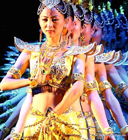 Stunningly beautiful Bodhisattva dance