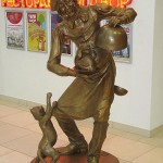"""Ivory sculpture of cat and cook in Yekaterinburg. The sculpture was installed in the shopping mall """"Greenwich"""" Yekaterinburg. Author of composition – sculptor S.B. Belyaev"""