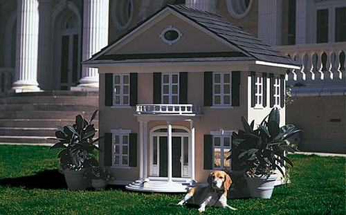 Colonial style Dog house