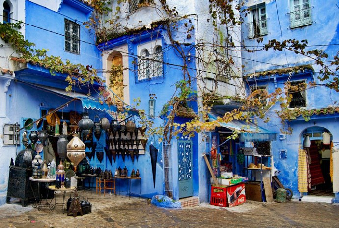 In the northern part of Morocco, 110 kilometers southwest of Tangier, in the heart of the Rif mountain range, lies the charming little town of Chefchaouen