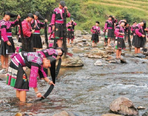 In fact, the women wash their beautiful long hair in the waters of a local river. Long haired Chinese women of the village Huangluo Yao