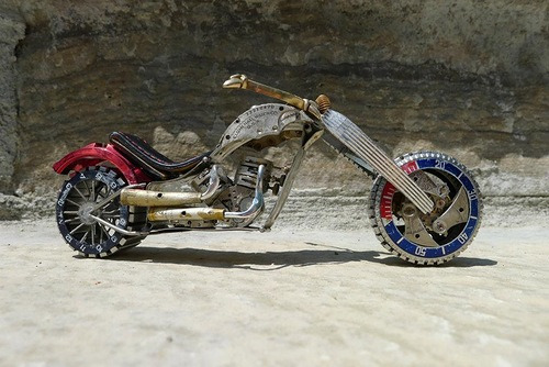 Created by Ontario based craftsman Dan Tanenbaum – Miniature motorcycle from vintage watch parts