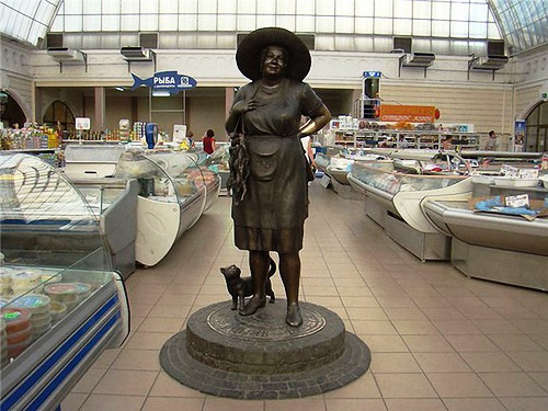 Sonia Fisher Monument in Odessa. If you want good luck – pull the cat by the tail and throw a coin in the pocket of Aunt Sonya