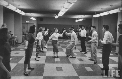 Retro photo of The Stroll - one of the most popular dances of the 50s