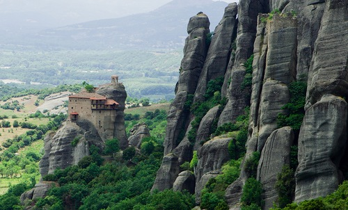 Many monks, fearing frivolous intrusion of worldly life in ascetic monastic life, left their cells and today Meteora - is more a museum than a monastic community.