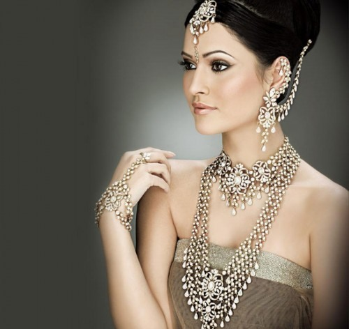 India is famous for jewelry decorations, including Earcuff earrings