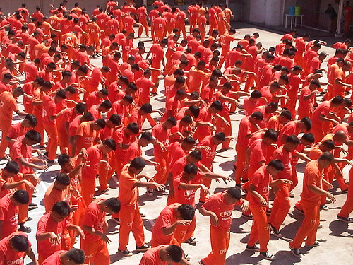Philippine Prisoners Dance to Michael Jackson