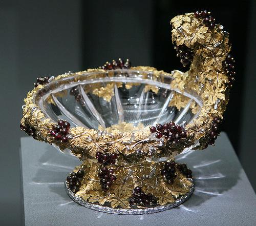 Beautiful jewelry of Buccellati style