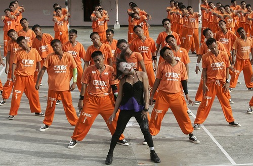 Philippine Prisoners Dance Michael Jackson