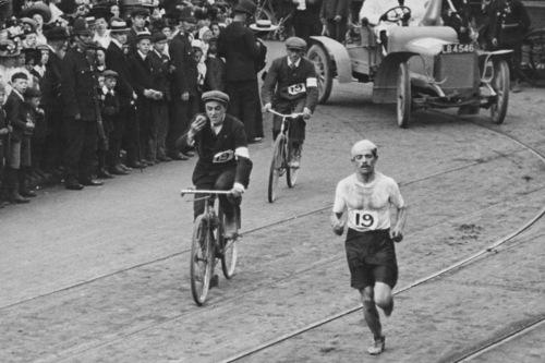 Dorando Pietri finishes the marathon