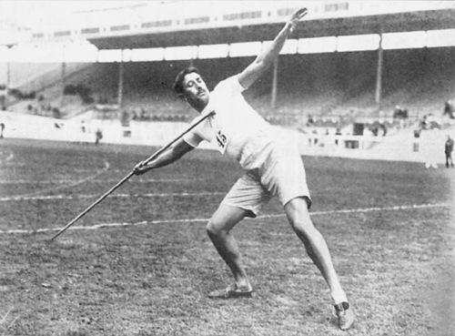 Javelin-throwing. Swedish athlete Eric Lemming