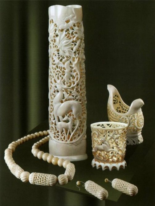 Vases and jewelry pieces